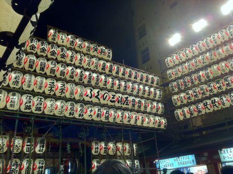 浅草酉の市では長國寺の「仏様のおとりさま」と、お隣の鷲神社の「神様のおとりさま」の両方からご利益を頂けますから大きく来年の福をかっ込んで下さい。かっこめ熊手守り11.jpg
