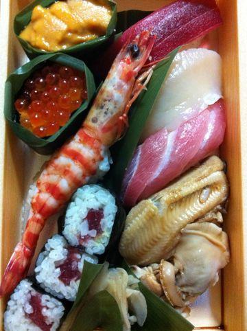 お寿司shshiにぎり寿司海老えびエビいくらうに雲丹中トロ大トロ赤身帆立ほたてホタテあなご穴子ガリあがりお茶ちらし寿司玉子たまごイカタコサーモン鮭さけしゃけ2.jpg