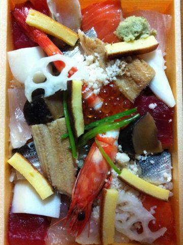 お寿司shshiにぎり寿司海老えびエビいくらうに雲丹中トロ大トロ赤身帆立ほたてホタテあなご穴子ガリあがりお茶ちらし寿司玉子たまごイカタコサーモン鮭さけしゃけ3.jpg