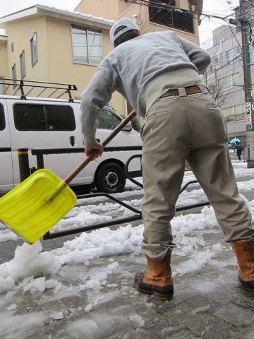 雪東京2012年2月29日うるう年閏年「東京都心で雪、路面凍結に注意」雪かき雪かきスコップLLBean - Bean Boots,(ビーンブーツ)LLビーンアメカジ古着ヴィンテージ1.jpg