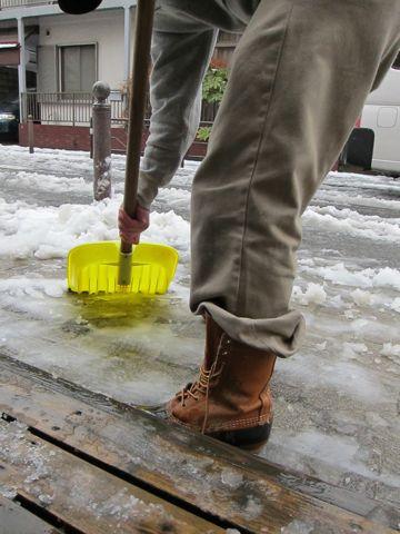 雪東京2012年2月29日うるう年閏年「東京都心で雪、路面凍結に注意」雪かき雪かきスコップLLBean - Bean Boots,(ビーンブーツ)LLビーンアメカジ古着ヴィンテージ2.jpg