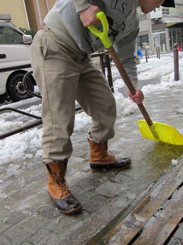 雪東京2012年2月29日うるう年閏年「東京都心で雪、路面凍結に注意」雪かき雪かきスコップLLBean - Bean Boots,(ビーンブーツ)LLビーンアメカジ古着ヴィンテージ3.jpg