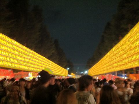 みたままつり 靖国神社(Yasukuni Shrine)で13〜16日、約3万灯のちょうちんを掲げて戦没者を慰霊する「みたままつり」が開催されている 2012 みたままつり 時間 1.jpg