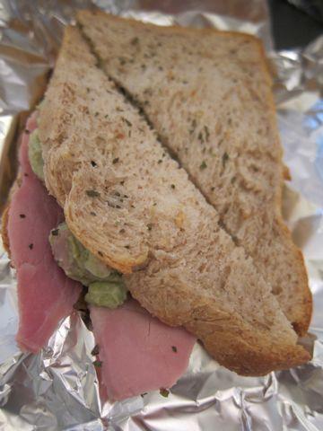 サンドウィッチ アボカド ハム サワークリーム バジル 美味しいサンドウィッチ おいしいサンドイッチ 美味しいサンドイッチ ガトーショコラ 1.jpg