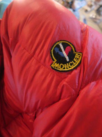 MONCLER モンクレール ダウン ダウンジャケット asics アシックス製 原産国フランス 販売元アシックス モンクレールダウンジャケット モンクレールワッペン 2.jpg