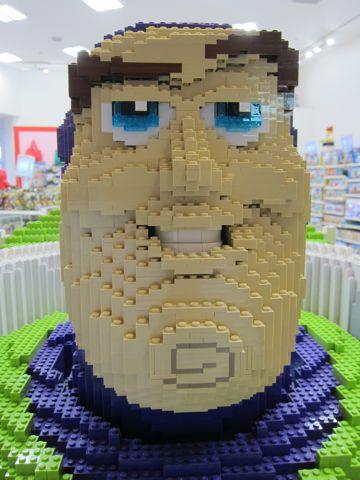 レゴ バズ トイ・ストーリー 等身大レゴバズ コクーン新都心 COCOON LEGO click brick レゴ クリックブリック レゴに刻印(キーリングorストラップ) 2.jpg
