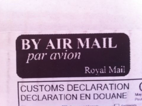 Royal Mail ロイヤルメール イギリス(連合王国)で郵便事業を営む企業 AIR MAIL エアメイル エアーメイル Par Avion Royal mailについて Royal mailとは 海外通販 1.jpg