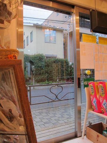 ビションフリーゼフントヒュッテ東京子犬こいぬかわいいビションフリーゼのいるお店文京区駒込ペットサロンhundehutteトリミングビションBichon Friseフランスの犬白い犬321.jpg