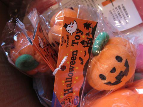 犬ハロウイングッズかぼちゃのおもちゃ犬用ベッドホットドッグベッドエクレア犬用ベッドポンポリース自由が丘目黒フントヒュッテ文京区犬グッズ2.jpg