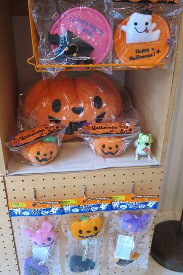 犬ハロウイングッズかぼちゃのおもちゃ犬用ベッドホットドッグベッドエクレア犬用ベッドポンポリース自由が丘目黒フントヒュッテ文京区犬グッズ.jpg
