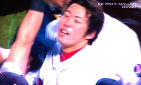 上原浩治 KOJI UEHARA 地球史上最高のクローザー レッドソックス 世界一 メジャーで評価される理由 MLB ワールドシリーズ2013 海外の反応 上原の長男・一真君 3.jpg