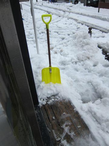 雪 東京 大雪 2014年 天気 天気予報 明日 交通状況 道路状況 雪かき 雪かきスコップ 雪かき 道具 除雪 除雪スコップ プラスチック 鉄製 雪かき コツ 10.jpg