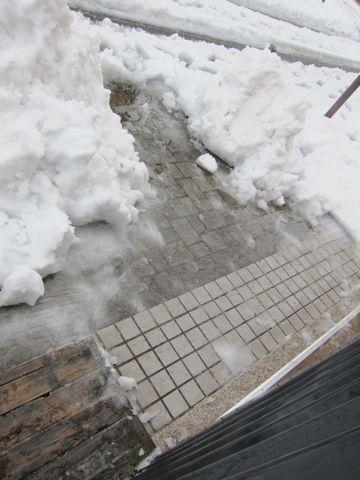 雪 東京 大雪 2014年 天気 天気予報 明日 交通状況 道路状況 雪かき 雪かきスコップ 雪かき 道具 除雪 除雪スコップ プラスチック 鉄製 雪かき コツ 11.jpg