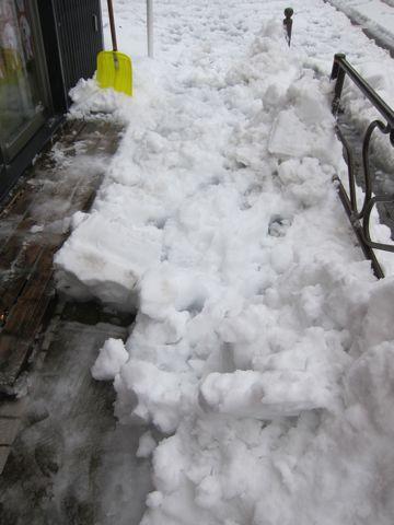 雪 東京 大雪 2014年 天気 天気予報 明日 交通状況 道路状況 雪かき 雪かきスコップ 雪かき 道具 除雪 除雪スコップ プラスチック 鉄製 雪かき コツ 13.jpg