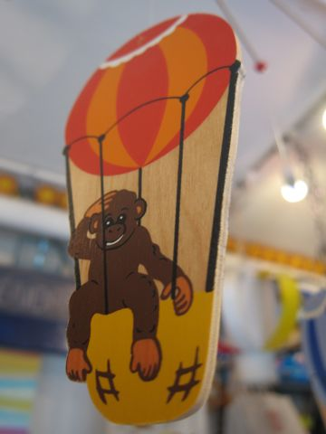 モビール 西ドイツ製 ロイトリンゲン市 Holz-Mobile wooden mobile mobile en bois Made in West Germany 北欧 かわいいモビール 文京区 フントヒュッテ 東京 輸入元 日天商産 b.jpg