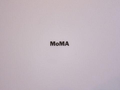 MoMA TimeSphere Clock by Gideon Dagan ギデオン・ダガン デザイン インダストリアルデザイン 工業デザイン 掛け時計 アメリカ製 USA製 MADE IN USA 3.jpg
