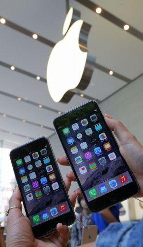 iPhone6 iPhone6PLUS iPhone 6 iPhone 6 PLUS 発売日 新機能 予約 予約状況 ソフトバンク au ドコモ 価格 値段 発表会 クック Apple ジョブズ サイズ 比較 2.jpg