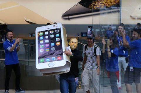 iPhone6 iPhone6PLUS iPhone 6 iPhone 6 PLUS 発売日 新機能 予約 予約状況 ソフトバンク au ドコモ 価格 値段 発表会 クック Apple ジョブズ サイズ 比較 3.jpg