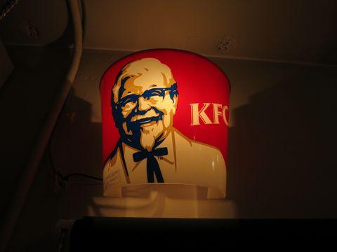 電気工事 電気スイッチ 工事 修理 東京 街の設備屋24 ストアディスプレイ ライト KFC ケンタッキーフライドチキン カーネルサンダース 店舗実使用ライト 2.jpg