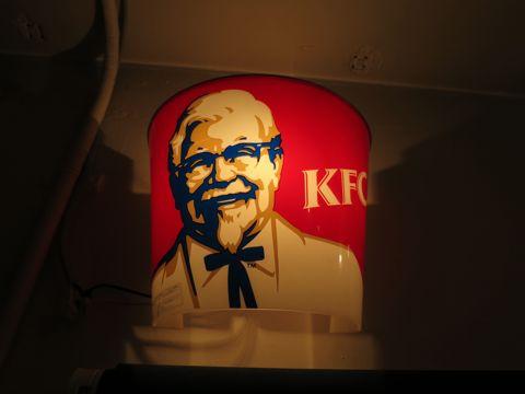 電気工事 電気スイッチ 工事 修理 東京 街の設備屋24 ストアディスプレイ ライト KFC ケンタッキーフライドチキン カーネルサンダース 店舗実使用ライト 3.jpg