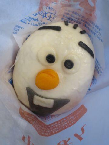 アナと雪の女王 オラフ/チョコまん ファミリーマート ファミマ 中華まん アナ雪 口どけの良い、しっとりなめらかなチョコクリームを包んだ中華まんです。 3.jpg