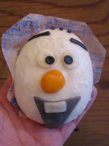 アナと雪の女王 オラフ/チョコまん ファミリーマート ファミマ 中華まん アナ雪 口どけの良い、しっとりなめらかなチョコクリームを包んだ中華まんです。 4.jpg