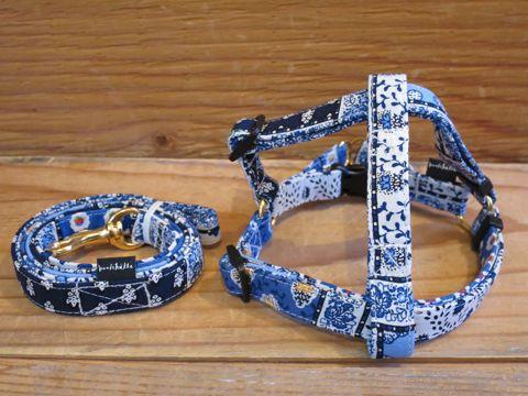 フントヒュッテオリジナル首輪カラーリードリーシュハーネス文京区かわいい犬の首輪東京ヴィンテージ生地ファブリックリバティプリント bleu Collar Leash Harness_1.jpg