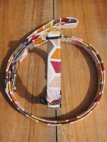 フントヒュッテオリジナル首輪カラーリードリーシュハーネス文京区hundehutte東京かわいい犬の首輪ビンテージファブリック生地幾何学模様 a geometric pattern Collar Leash Harness_1.jpg