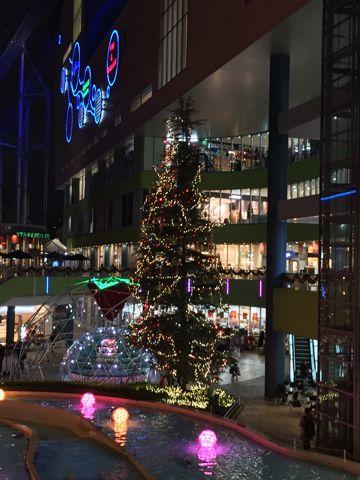クリスマス2015クリスマスイルミネーション2015ラクーアXmasクリスマスツリーLaQua12mヒマラヤ杉ツリー画像ゴディバショコリキサーGODIVAダークチョコレート コーヒートリュフ_1.jpg