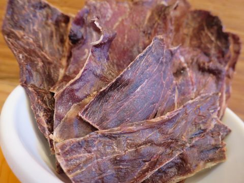 POCHETINOポケティーノ猪肉ジャーキー国産犬用おやつ無添加販売店東京フントヒュッテ文京区ジビエ猪肉には良質なタンパク質とビタミンB群が豊富に含まれています_4.jpg