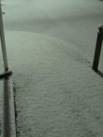 雪2016年1月18日東京大雪2016年初雪雪情報交通情報JR首都圏事故時間雪かきスコップ雪の日スノーブーツ雪の影響通勤通学影響都内フントヒュッテ駒込hundehutte文京区積雪雪画像写真_2.jpg
