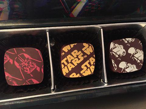 star wars payard スター・ウォーズ パイヤール チョコレート コラボ 画像 味 ラズベリー ダーク 塩キャラメル ダース・ベイダー コラボチョコ 2.jpg