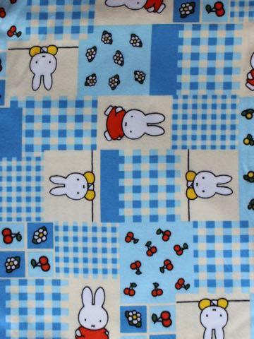 Miffy ミッフィー ディック・ブルーナ オランダのデザイナー Nijntje Pluis ナインチェ・プラウス 書籍装丁デザイナー ふわふわ うさこちゃん 画像 生地 グッズ 口 うさぎ 1.jpg