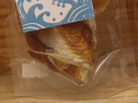 シーキッチン ふかひれ 肉付き 気仙沼産 画像 さめ肉 鮫肉 サメ肉 ヨシキリ鮫肉 犬のおやつ SEA KITCHEN 天然 国産 無添加 原産国日本 2