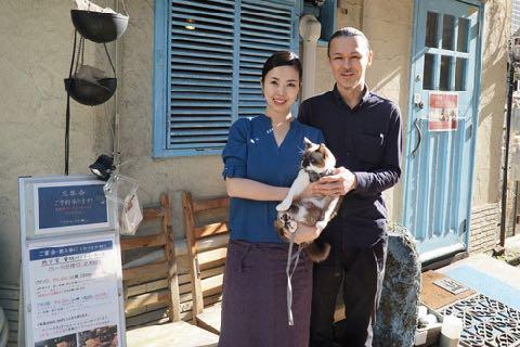 多頭飼育崩壊から救出された猫 デレデレ甘え上手、お店の人気者に 猫 スイくん Oui Oui ウイウイ フランスワイン ワイン酒場 3