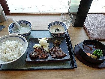 (特)牛たんと和牛焼き+ハーフシチューランチ