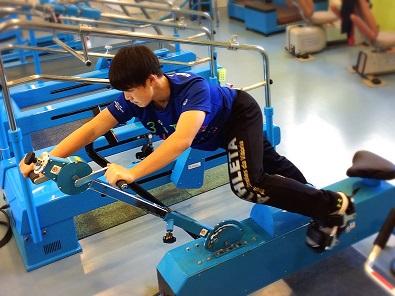 QOMジム スポーツの塾 アニマルウォークマシン