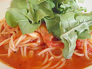 モッツァレラとバジリコのトマトパスタ