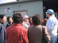 工場見学 栗駒中央のみなさん 社長の話を熱心に聞いて下さいました