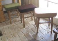 ナチュラルなコーデュロイの椅子