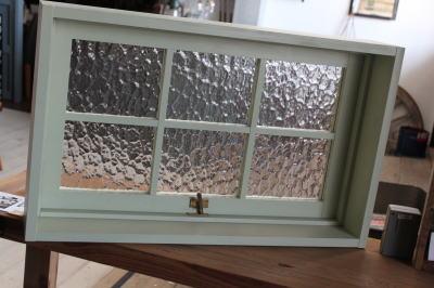 かわいい木製窓