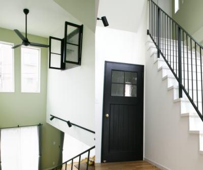 ブラック木製窓とドア