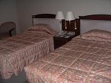 広くて清潔なベッド。