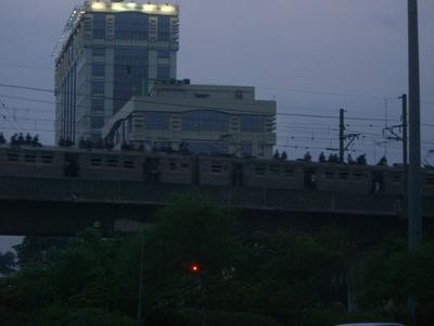電車の屋根に注目ね!