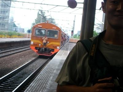 電車中央に注目!