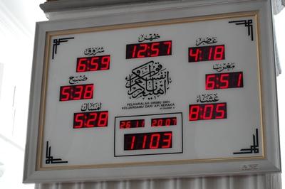 お祈りの時間を示す時計