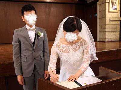 自由学園明日館ウェディング当日 挙式 結婚証明書サイン記入