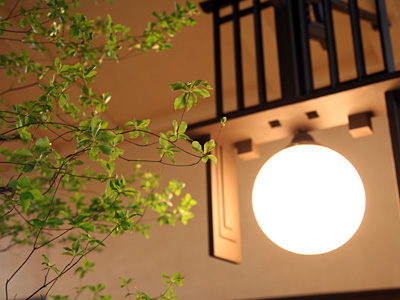 自由学園明日館ウェディング ドウダンツツジと照明