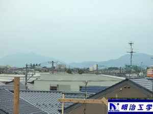 明治工学 キングスウェイから見える 弥彦山