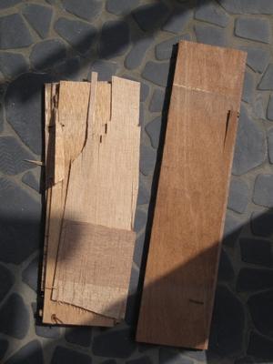床材 腐ってるようなぼろぼろ(弱ってる)木と正常な床 画像